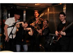 Keys and Guitarist Needed for Jazz Pop London Project