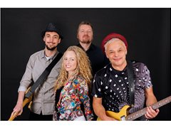 Female Singer for Popular London Covers Band Wanted
