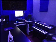 Music Producer Seeks Creative Singers for Collaboration