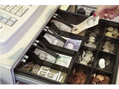 6 x Real Brits Who Use and Depend on Cash - £500