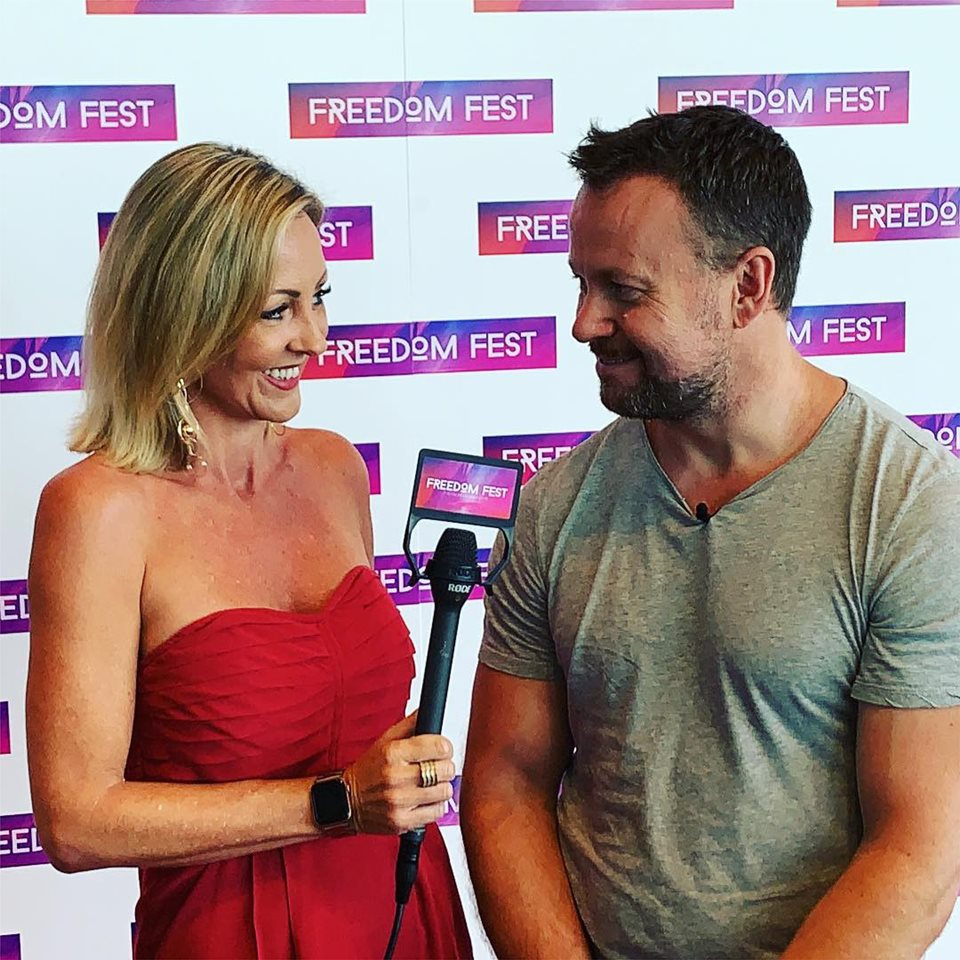 Jacquie Amos Interviewing Keynote Speaker At Freedom Fest