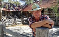 Jeremy Kewley hosting at Emu Bottom Homestead - Christmas Day 2013